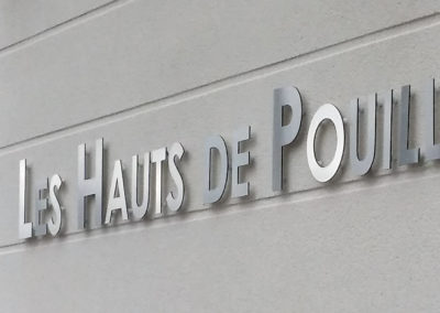 Lettres découpées en alu brossé à Saint Genis-Pouilly (01)